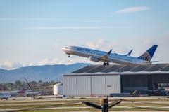 联航喷气机在洛杉矶国际机场LAX离开 库存照片