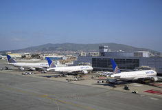联航在终端3飞行在旧金山国际机场 免版税库存照片