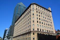 联邦大厦和在背景Le 1501麦吉尔学院 免版税库存照片