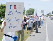 联邦税务局抗议 库存照片