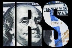 联邦税务局,美国金钱宏指令关闭本富兰克林在美国100美金的` s面孔 库存图片