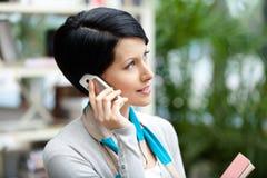 联系的电话妇女 免版税图库摄影