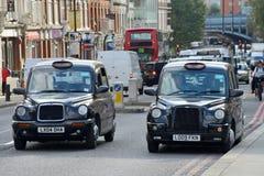 聘用其启用的光伦敦出租汽车 库存照片