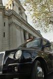 聘用其启用的光伦敦出租汽车 免版税库存图片