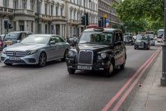 聘用其启用的光伦敦出租汽车 库存图片