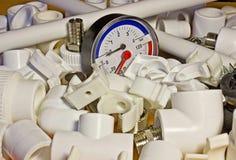 聚丙烯配件和压力表 免版税库存照片