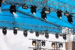 聚光在照明的d露天舞台登上的设备 免版税库存照片