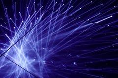 聚光灯蓝色光阐明的场面 反射地板镜子 图库摄影