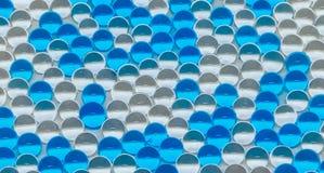 聚合物胶凝体 胶凝体球 蓝色和透明水凝胶球, 免版税库存图片