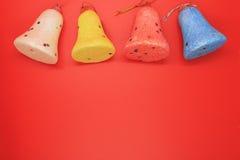 聚苯乙烯泡沫塑料响铃四个片断在红色背景的 免版税图库摄影