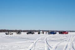 聚集在一个冻湖的渔夫 免版税库存照片
