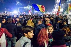 聚集在Piata Universitatii的罗马尼亚人 库存照片