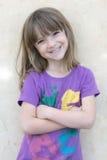 聪慧的女孩一点纵向俏丽的smil 免版税库存图片
