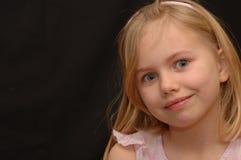 聪慧的逗人喜爱的眼睛女孩一点 免版税图库摄影