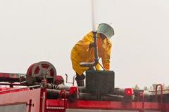 聪明消防员的工作困难和 免版税库存照片