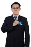 聪明的亚裔中国人佩带的衣服和拿着信用卡 免版税图库摄影