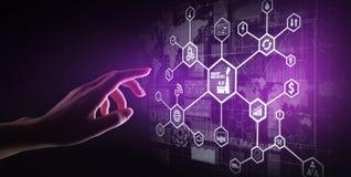 聪明的产业4 0,事机械工业自动化互联网  在虚屏上的企业和技术概念 免版税库存图片