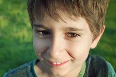 聪明的儿童男孩画象  免版税库存图片