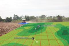 聪明的农业概念,农夫在拖拉机的用途红外线有h的 图库摄影