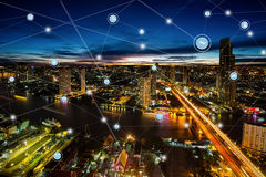聪明的城市和无线通讯网络,商业区 免版税库存图片