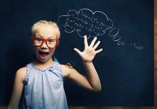 聪明的女小学生 免版税库存照片