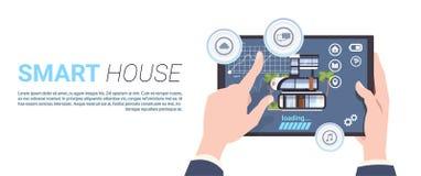 聪明的家庭控制技术概念用拿着在模板背景的手数字式片剂 向量例证