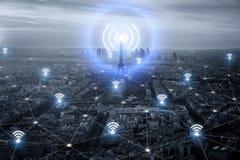 巴黎聪明的市scape和网络连接概念,无线 免版税图库摄影