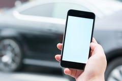 聪明的电话和汽车服务 免版税库存图片