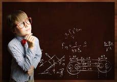 聪明的男小学生 免版税库存照片