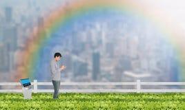 聪明的种田的概念,农艺师或农夫工作在都市或 免版税图库摄影