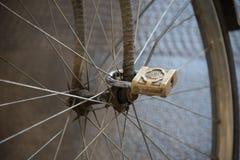 聪明的自行车锁 图库摄影