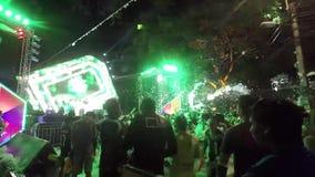 聪明的音乐会在暹粒在高棉新年 股票视频