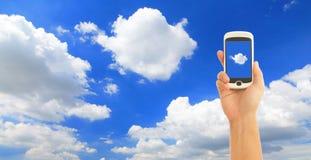 聪明蓝色现有量藏品电话的天空 免版税库存照片