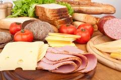 肉、面包和菜 库存图片