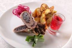 肉卷用调味汁和葱 库存图片