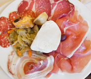 肉和无盐干酪意大利开胃小菜  免版税图库摄影