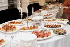 肉和鱼开胃菜在餐馆 图库摄影