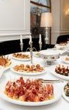 肉和鱼开胃菜在餐馆 免版税库存图片