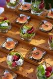肉和鱼开胃菜在餐馆 免版税库存照片