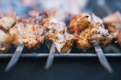 肉在串和格栅的kebab shashlik 图库摄影