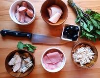 肉在桌里 免版税库存照片