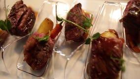 肉小颗粒欢迎吃,食物节日 股票录像