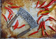 肉工具,金属化在织地不很细背景的手工制造支柱,厨房untensils 免版税库存照片