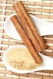 肉桂条用蔗糖 库存照片