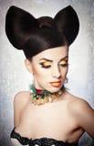 肉欲的妇女模型画象与豪华构成和秀丽头发的 免版税图库摄影