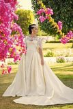 肉欲的性感的妇女 白色新娘礼服的女孩 图库摄影