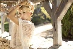 肉欲的白肤金发的女孩的时尚图片 免版税库存图片