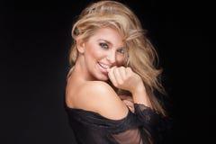 肉欲的白肤金发的妇女秀丽画象  免版税库存照片