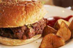 肉汉堡 免版税库存照片