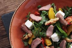 肉沙拉健康膳食 免版税库存图片